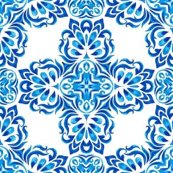 Абстрактные синие и белые рисованной текстурированной плитки бесшовные декоративные акварель. элегантная старомодная текстура для ткани и обоев, фонов и заливки страниц. стиль дизайна плитки azulejo