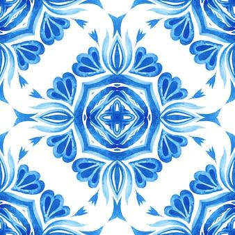 Абстрактные синие и белые рисованной текстурированной плитки бесшовные декоративные акварель.