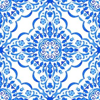 抽象的な青と白の手描きタイルシームレスフローラルダマスク装飾水彩ペイントパターン。