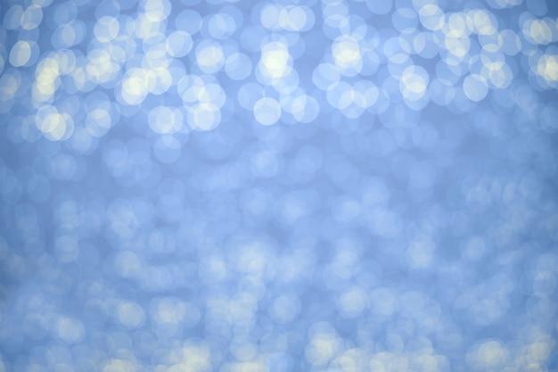 美しいボケ白の色で抽象的な青い背景。コンセプトの背景、クリスマス。