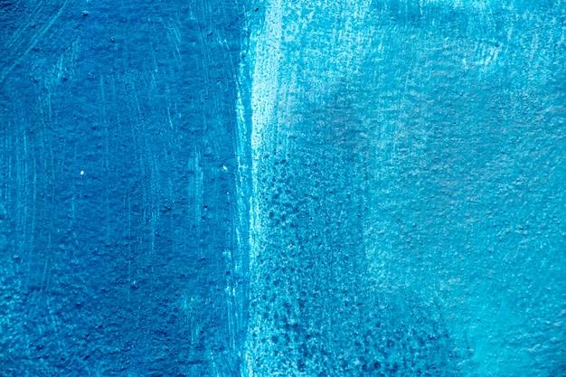コンクリートブロックの背景に抽象的な青色の絵画
