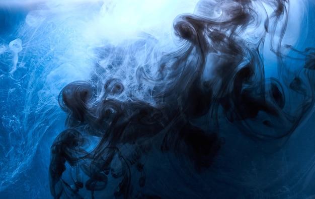 抽象的な青い海の海の背景、藍色のインクの空、水中の液体紺碧のペンキ、渦巻く煙の壁紙