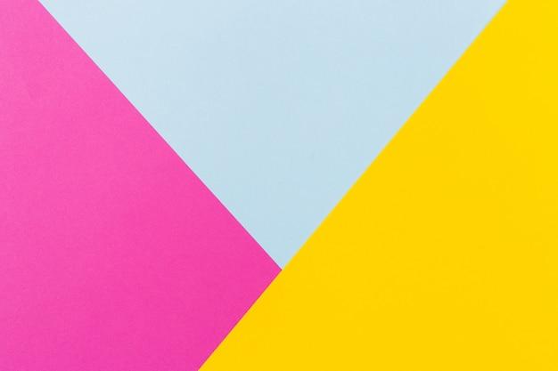 抽象的なブルーピンクと黄色の色紙ジオメトリコンポジションの背景。コピースペース。テキスト用の空き容量。