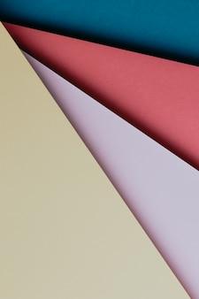 추상 파란색, 빨간색, 분홍색 및 노란색 색상 용지 형상 구성 배경, 최소한의 그림자, 복사 공간. 최소한의 기하학적 모양. 화려한 배경 개념