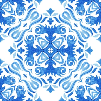 Abstract blue and white hand drawn tile seamless ornamental watercolor paint pattern. blue and wihte azulejo decorative element.
