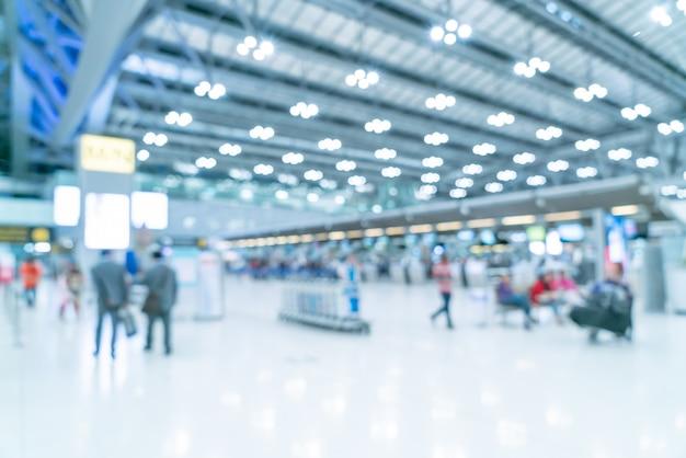 Абстрактное размытие и расфокусированным интерьер терминала аэропорта