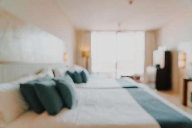 背景の抽象的なぼかしと焦点がぼけた寝室のインテリア