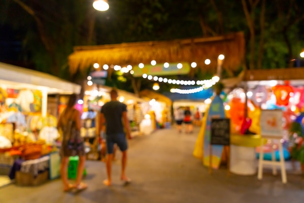 抽象的なぼかしと多重夜のストリートマーケット Premium写真