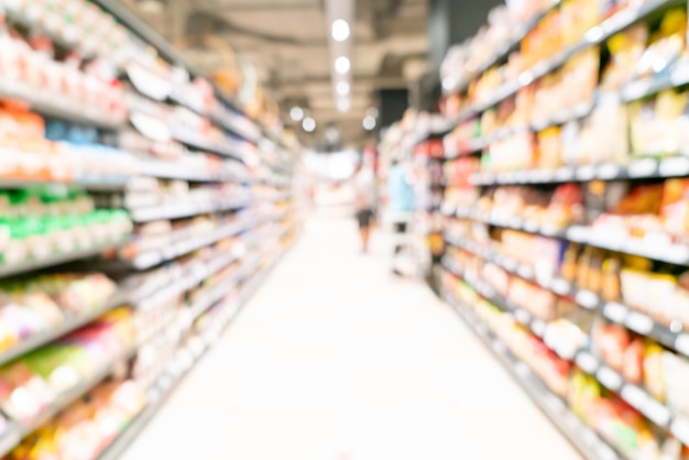 背景の抽象的なぼかしと焦点がぼけたスーパーマーケット