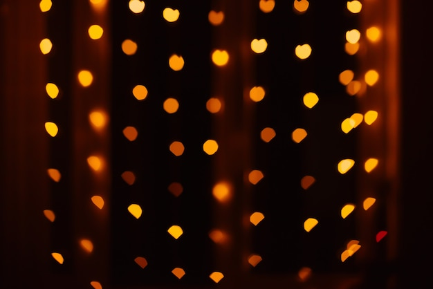 抽象的なぼかしデフォーカス背景黒、赤、黄色のライトを強調表示