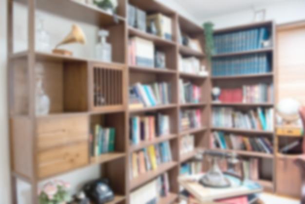 도서관, 교육 및 장학 기회에 책장에 책의 추상 흐림 defocused. 세계 책의 날 개념입니다.