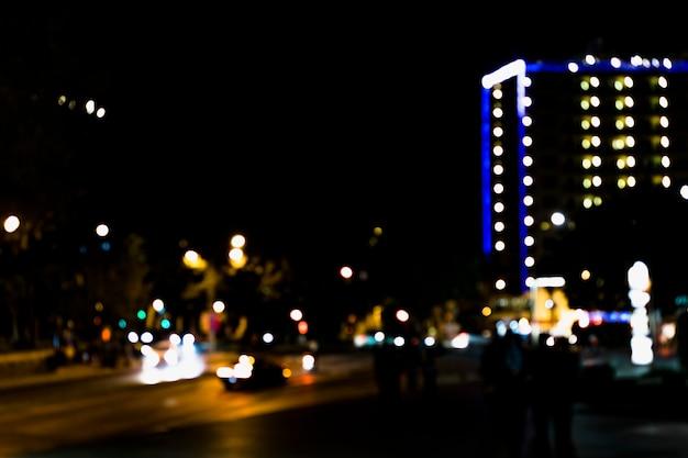 Bokeh와 밤 시간에 도로의 추상 흐림 이미지