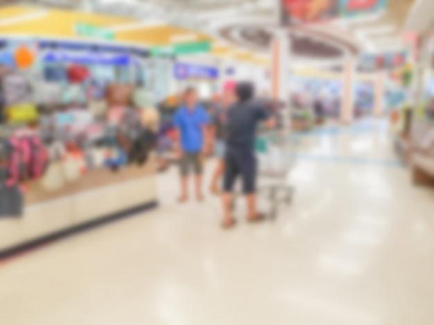 Абстрактное размытие магазина в супермаркете.