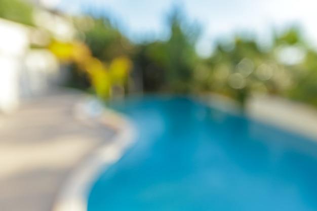 Открытый бассейн абстрактного размытия в курортном отеле