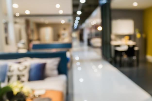 Абстрактный размытый диван в интерьере магазина мебели для дома с боке светлый фон для монтажа дисплея продукта