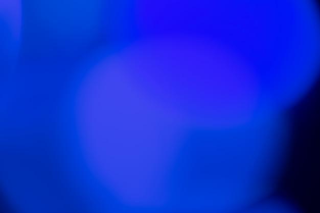 푸른 빛으로 추상적 인 배경을 흐리게