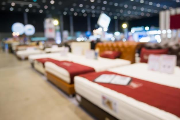 가구 홈 및 장식 상점 배경에서 판매용 추상 흐릿한 침대