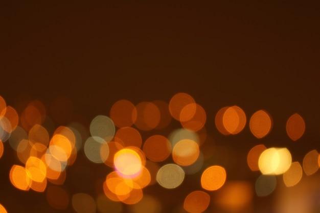 배경 또는 배경 화면에 대한 추상 흐리게 금색과 주황색 조명 도시의 불빛