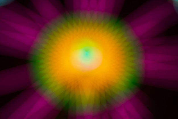 Абстрактные размытые фиолетовые и желтые движения неоновые огни чудо-колеса