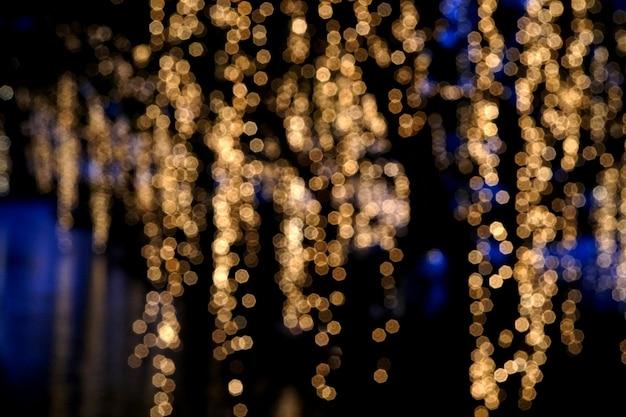 夜の抽象的なぼやけたキラキラ照明
