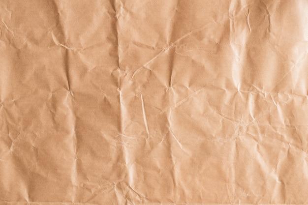 背景のための抽象的な茶色のリサイクルのくすんだ紙、デザインのための茶色の紙のテクスチャの折り目