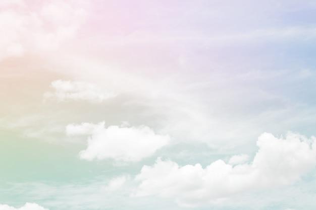 Абстрактный цветной пастельный фон, мягкое небо с облачным фоном в пастельных тонах