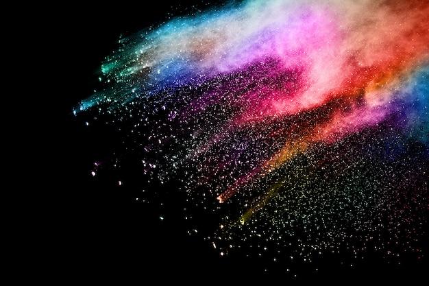 검정색 배경에 추상 컬러 먼지 폭발입니다.