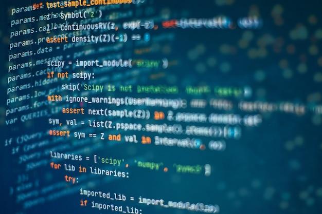 抽象コンピュータスクリプトコード。ソフトウェア開発者のプログラミングコード画面。ソフトウェアプログラミングの作業時間。完全に自分で作成および作成したコードテキスト。