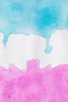 白い表面に抽象的な対比色インク
