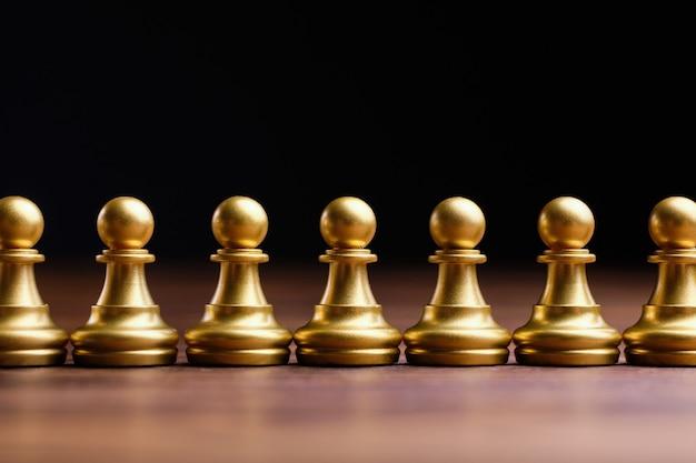 ポーンのチェスの駒の形をした抽象的な群衆。