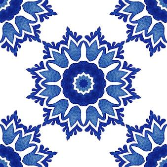 Абстрактный узор дамасской солнца цветок бесшовные декоративные акварельные краски. элегантная роскошная текстура для обоев, фонов и заливки страниц. голубая и белая голландская плитка азулежу