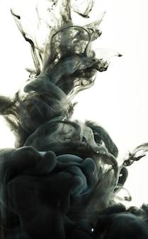 抽象的な暗い渦巻きアクリル画