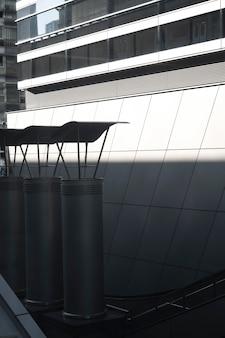 屋外からの抽象的な昼光の影