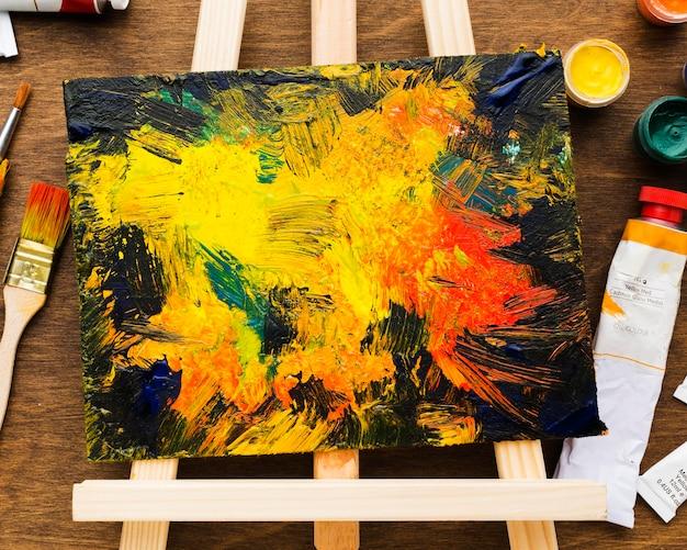 キャンバスに描く抽象的な