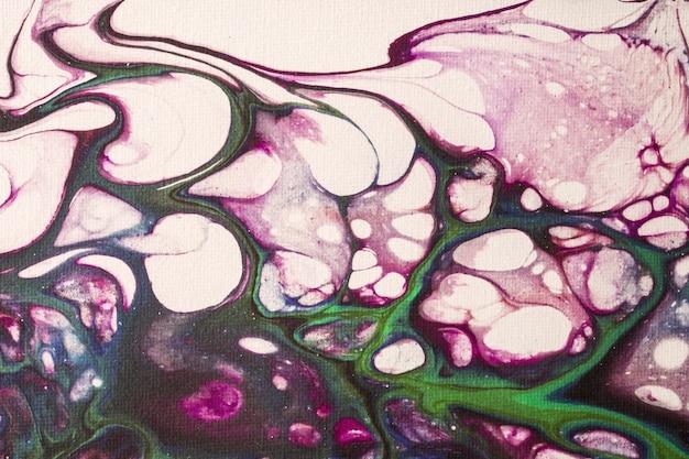 抽象的な流体アートの背景の白と紫の色。ライラックのグラデーションとスプラッシュとキャンバス上の液体アクリル画。波のパターンと水彩の背景。
