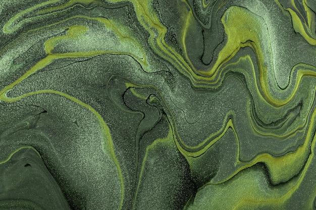 カーキ色のグラデーションの背景を持つ抽象的な流動的な緑とオリーブ色のアクリル画