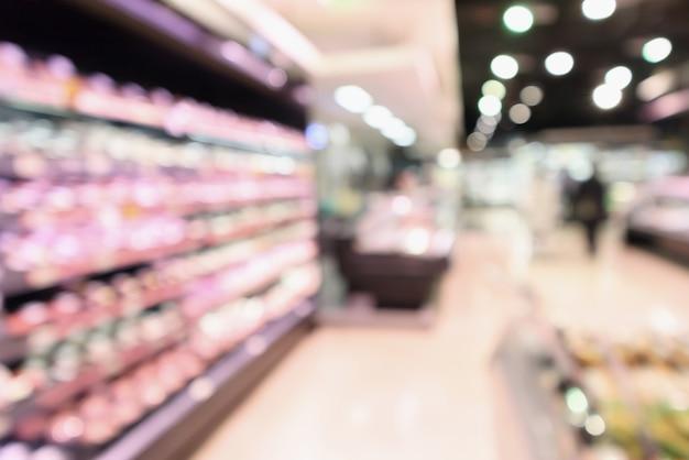 슈퍼마켓 식료품 점에서 추상 신선한 고기 선반은 bokeh 빛으로 defocused 배경을 흐리게