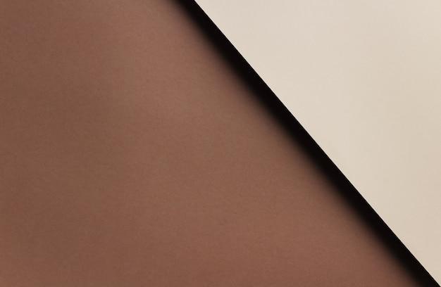 コピースペースと茶色とベージュの紙から抽象的な幾何学的な背景。