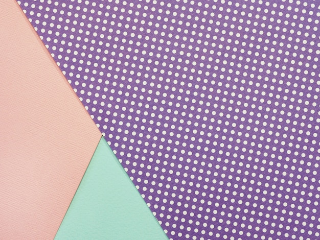 ピンクの黄色と紫の水玉水彩紙の抽象的な幾何学的な背景