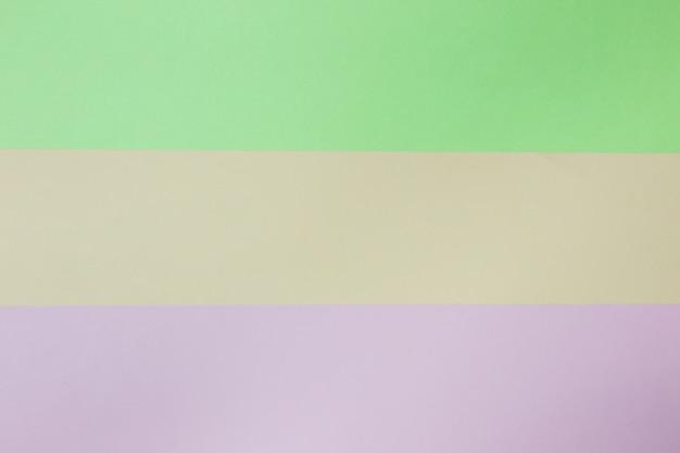 抽象的な幾何学的な紙の背景。ピンク、グリーン、オレンジのトレンドカラー。コンセプトやアイデアの絵