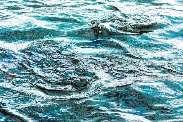 抽象的な暗い水の神秘的な背景