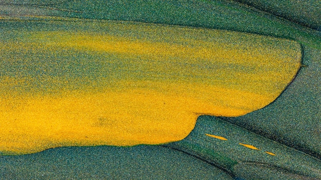 Абстрактный фон золотой зеленый блеск. зеленая оранжевая текстура блеска. праздник блеск фон