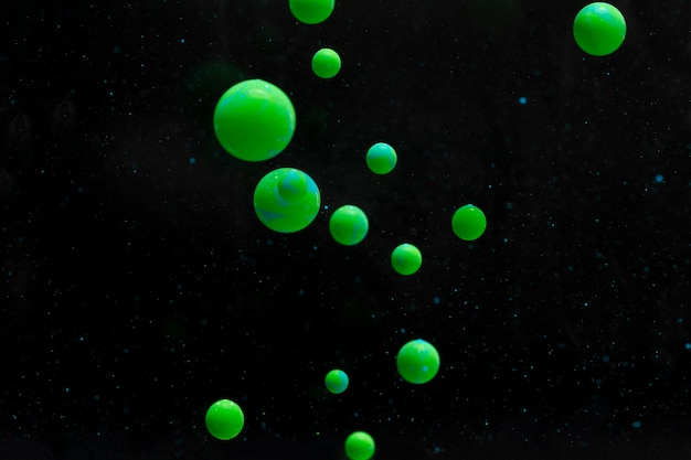 抽象的な緑色のアクリルボール