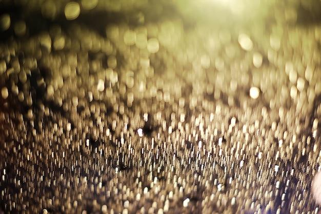 Bokeh luce astratta di goccia di pioggia, l'immagine è sfocata e filtrata