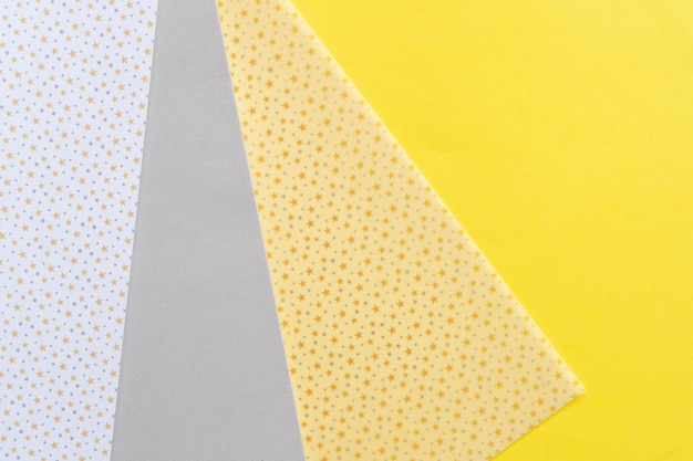 Абстрактный современный бумажный фон ручной работы в серых и ярких желтых тонах