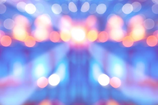 エンターテインメントショーの舞台、焦点がぼけたボケ光と抽象的なマルチカラーの明るい背景