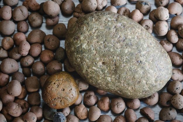 자연에서 둥근 자갈 돌의 개요