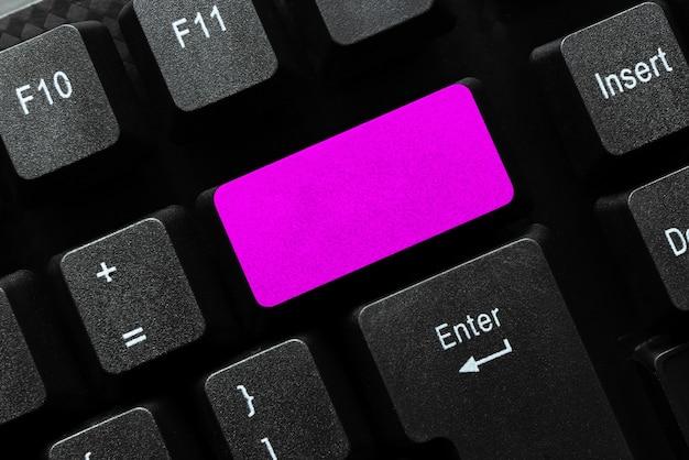 Абстрактный процесс онлайн-регистрации, ввод личной информации, создание значимого содержания веб-сайта, глобальная связь, изучение нового, просмотр действий в чате
