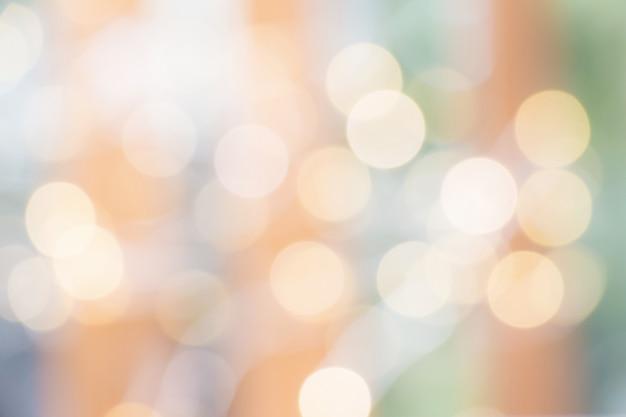 クリスマスの背景の光沢のある光と抽象的なオレンジと緑の色