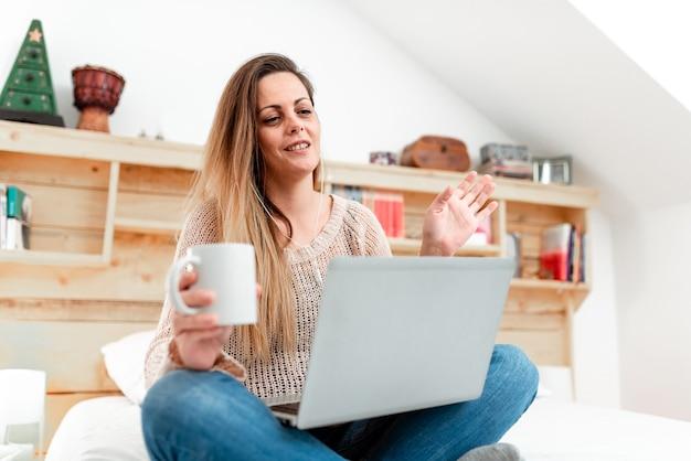 Аннотация заказ еды в интернете, решение проблем интернет-форумы, удаленный офис, компьютерные презентации, проведение лекционных уроков, изучение новых вещей